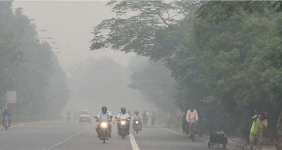 भारतको नयाँ दिल्लीको वायु 'अति प्रदूषित', आनन्द विहारमा 'अति घातक'नजिक