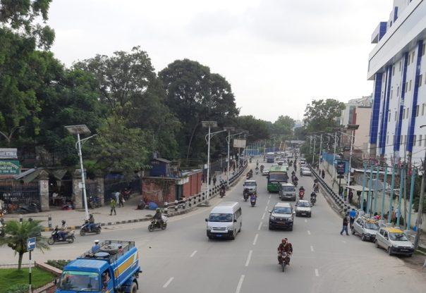 सार्वजनिक यातायातमा 'न स्यानिटाइजर न दूरी, भाडा मात्र बढी'