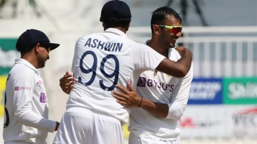 टेस्ट क्रिकेट: भारतद्वारा इंगल्यान्ड ३१७ रनले पराजित